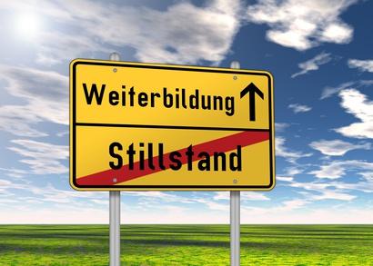 """Ortsschild """"Weiterbildung / Stillstand"""""""